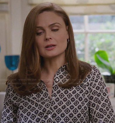Brennan's white foulard print shirt on Bones
