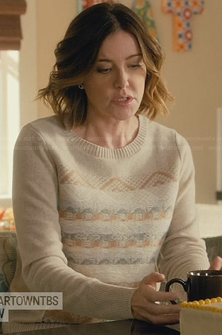 Ellie's beige sweater with front pattern on Cougar Town