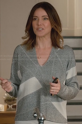 Ellie's grey and white colorblock sweater on Cougar Town