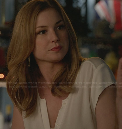 Emily's white cap sleeve button front top on Revenge