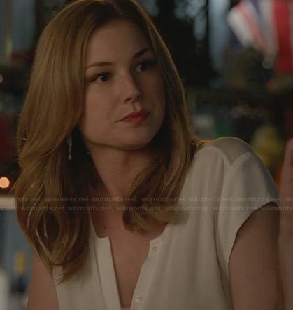 Emily's white cap sleeve button front top on Revenge