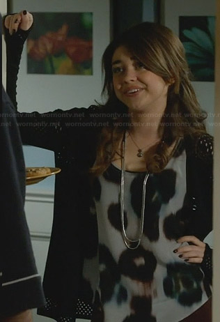 Haley's grey leopar spot top on Modern Family