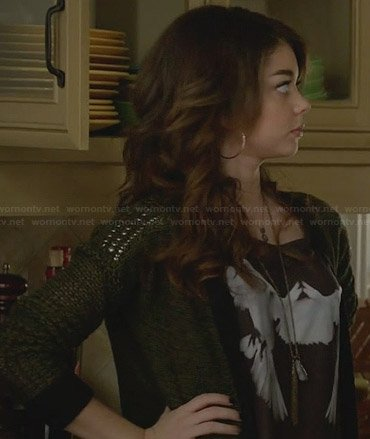 Haley's mirrored bird graphic tee on Modern Family