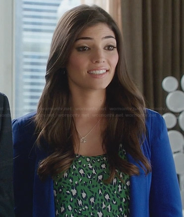 Lauren's green leopard print top and blue blazer on The Crazy Ones