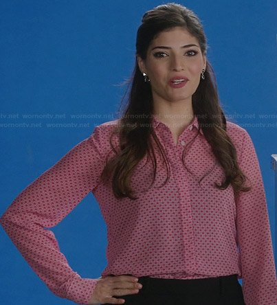 Lauren's pink printed shirt on The Crazy Ones