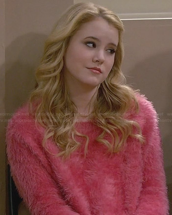 Lennox's pink fluffy sweater on Melissa and Joey