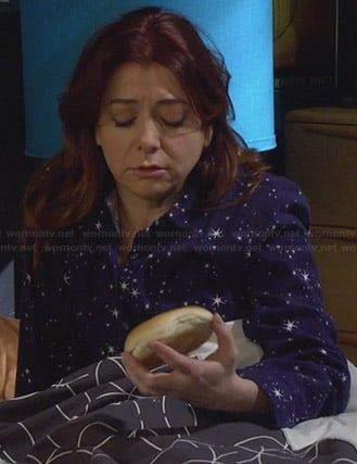 Lily's blue star print PJs on HIMYM