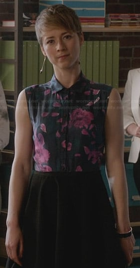 Margaux's purple and black floral shirtdress on Revenge