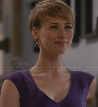 Margaux's purple v-neck dress on Revenge