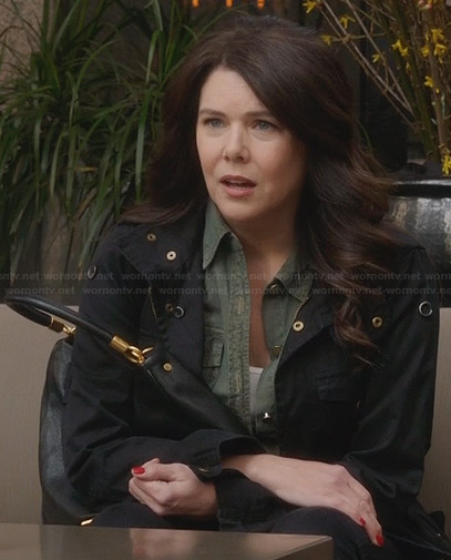 Sarah's black jacket and gold-detail handbag on Parenthood