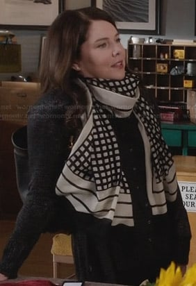 Sarah's black and white grid checked scarf on Parenthood