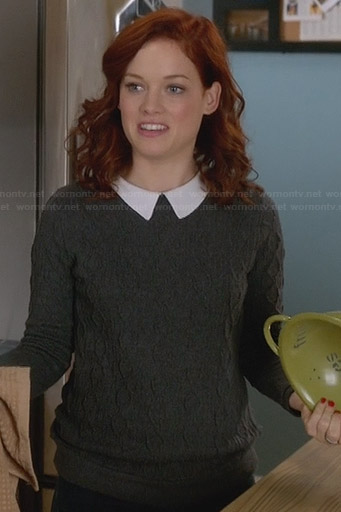 Tessa's grey sweater with white collar on Suburgatory