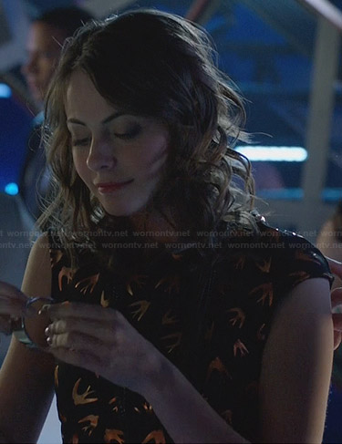 Laurel's navy mesh striped sweater on Arrow