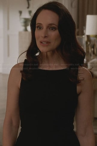 Victoria's black flared hem dress on Revenge