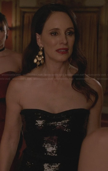 Victoria's black sequinned strapless gown on Revenge