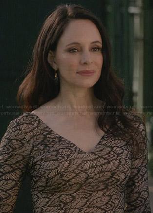 Victoria's beige leaf lace dress on Revenge