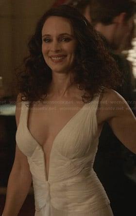 Victoria's white plunge neck gown on Revenge