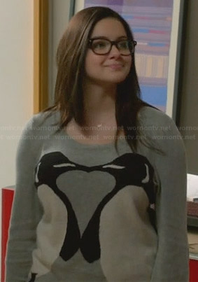 Alex's kissing penguin sweater on Modern Family