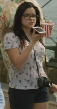 Alex's hot air balloon print tee on Modern Family
