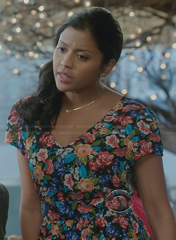 Allie's floral v-neck dress on The Crazy Ones