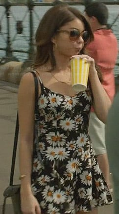 Haley's daisy print dress on Modern Family