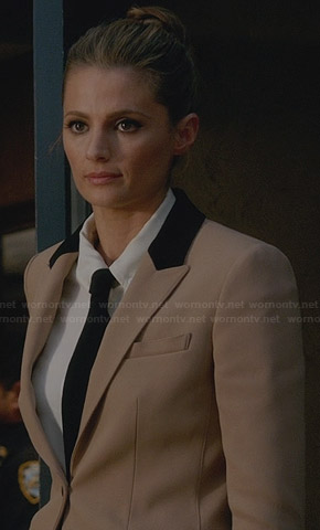 Kate's beige blazer with black collar on Castle