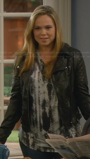 Kristin's abstract printed top and quilted leather jacket on Last Man Standing