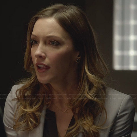 Laurel's gold wishbone necklace on Arrow
