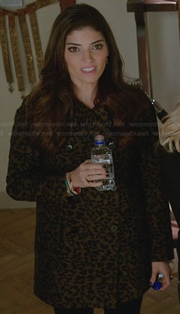 Lauren's leopard print coat on The Crazy Ones