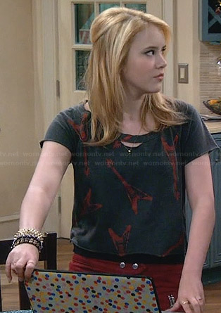 Lennox's electric guitar print cropped tee on Melissa and Joey