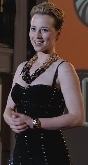Margaux's black studded bandage dress and chunky chain necklace on Revenge