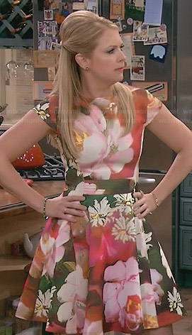 Mel's floral cap sleeve dress on Melissa and Joey