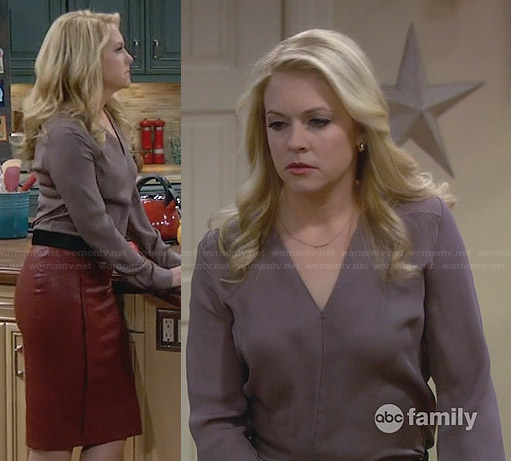 Mel's grey v-neck blouse and red leather skirt on Melissa and Joey