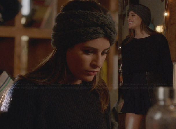 Rachel's grey knit head wrap and cropped sweater on Glee