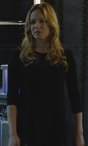 Sara's black leather panel top on Arrow