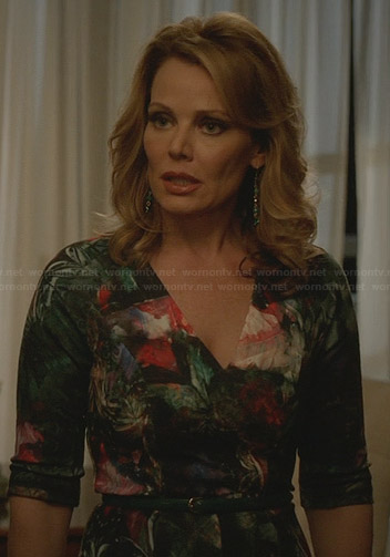 Stevie's green floral dress on Revenge