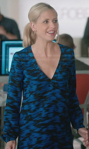 Sydney's blue and black printed v-neck shift dress on The Crazy Ones