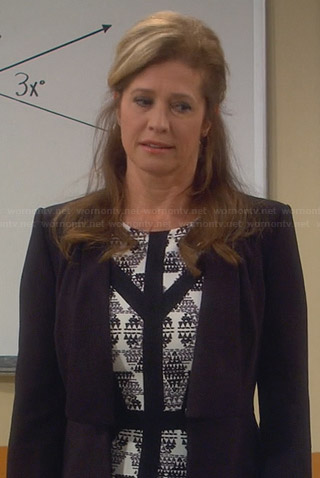Vanessa's black and white printed dress with black trim on Last Man Standing