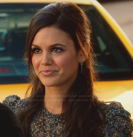 Zoe's printed ruched sleeve top and gold dagger earrings on Hart of Dixie
