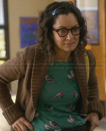 Irene's green bird print tee on Bad Teacher