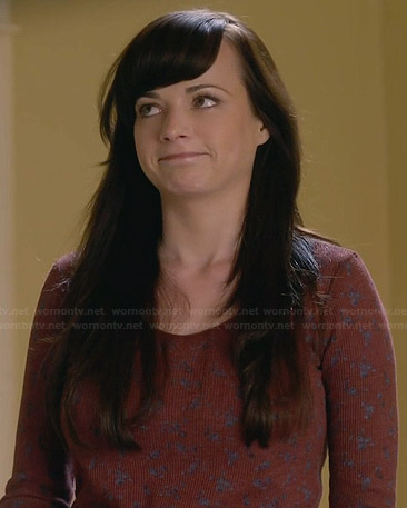 Jenna's brown floral long sleeved top on Awkward