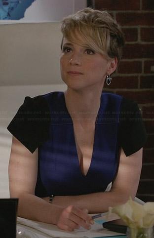 Margaux's blue v-neck dress with black shoulders on Revenge