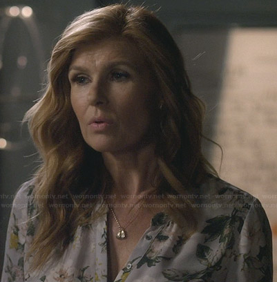 Rayna's white floral blouse on Nashville