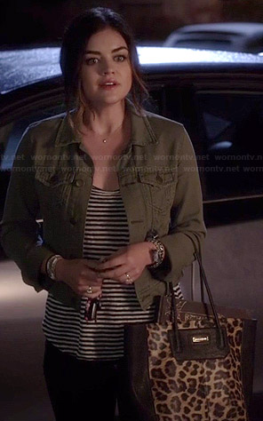 Aria's green denim jacket and leopard print bag on Pretty Little Liars