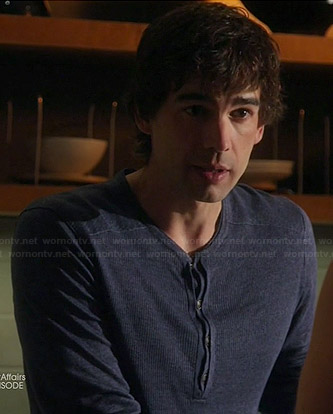 Auggie's blue ribbed henley tee on Covert Affairs