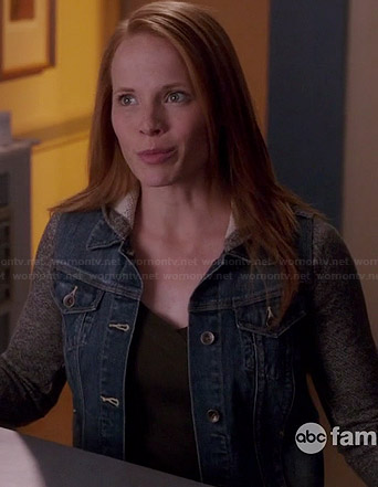 Daphne's denim jacket with grey sleeves on Switched at Birth