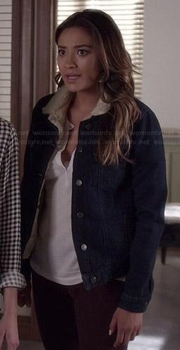 Emily's denim jacket with white fleece collar on Pretty Little Liars
