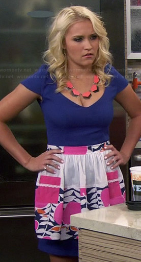 Gabi's blue v-neck dress and patterned apron on Young and Hungry