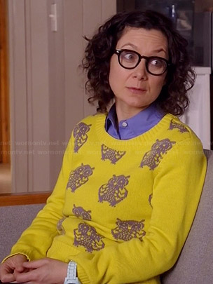 Irene's yellow owl sweater on Bad Teacher
