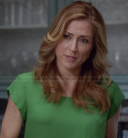 Maura's green cap sleeve top on Rizzoli and Isles